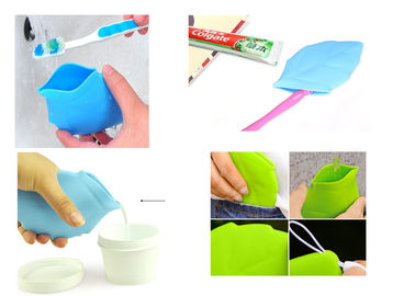 China Soft Silicone Travel Containers Leaf Shape Water Drink Pocket For Camping / Hiking supplier