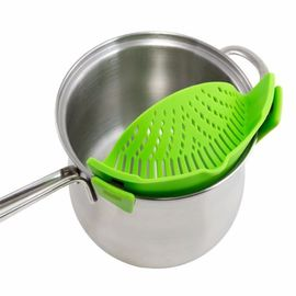 China Universal Silicone Pot And Pan Strainers , Clip On Silicone Strainer With Handle Holder supplier