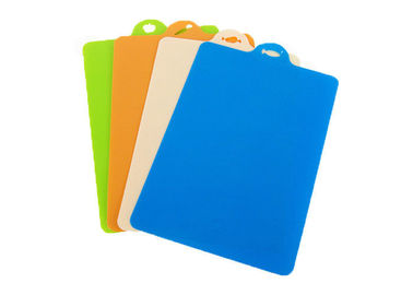 China Portable Kitchen Silicone Cutting Mat , Rectangle Flexible Chopping Board supplier