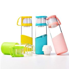 China Pure Double Caps BPA Free Glass Water Bottles With Lid / Silicone Sleeve factory